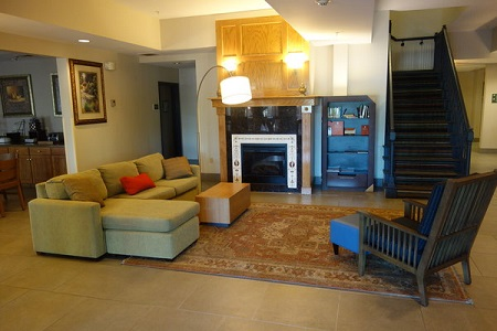 Bessemer hotel lobby with sofas and fireplace