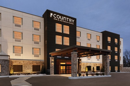 Welcoming front entrance at the Country Inn & Suites, Belleville