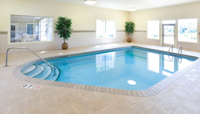 Indoor pool at the Country Inn & Suites, Chanhassen