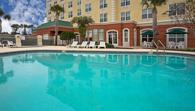 hotels near orlando airport with free shuttle country. Black Bedroom Furniture Sets. Home Design Ideas