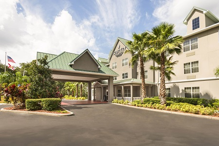 Exterior of the Country Inn & Suites in Seffner, FL