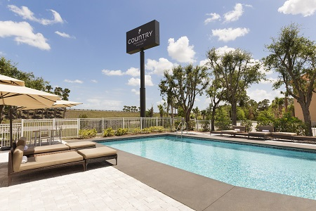 Sparkling pool at the Country Inn & Suites in Vero Beach