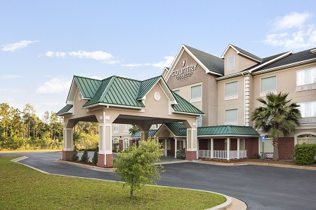 Clear skies above the Country Inn & Suites in Albany, GA