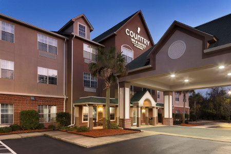 Exterior of the Country Inn & Suites, Brunswick I-95, GA