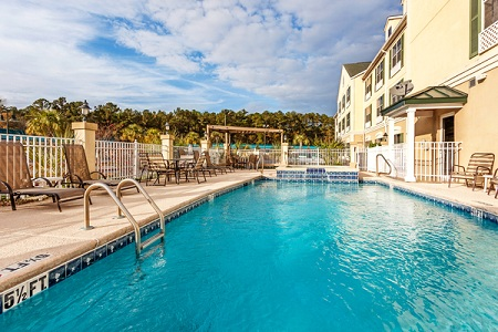 Hinesville Hotel's Outdoor Pool