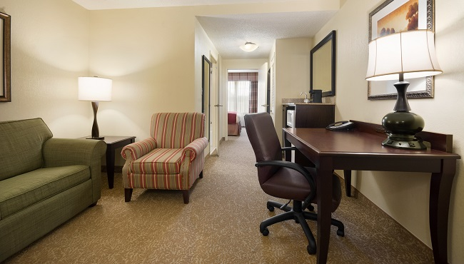 Hotel Rooms And Suites In Norcross Ga Country Inn Suites Rooms
