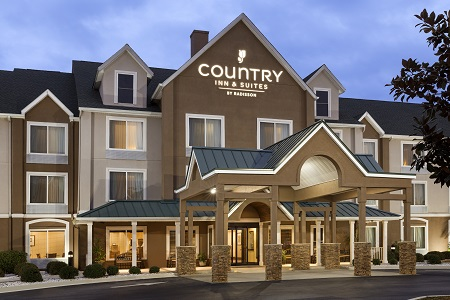 Exterior of the Country Inn & Suites in Port Wentworth