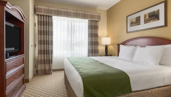 hotel rooms in council bluffs ia country inn suites. Black Bedroom Furniture Sets. Home Design Ideas