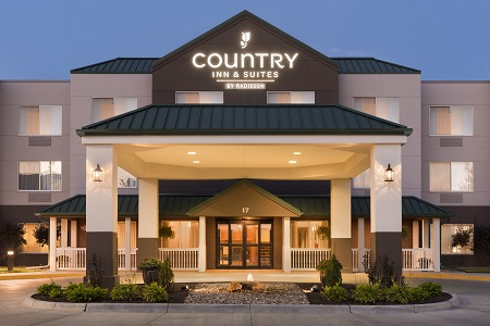 Country Inn & Suites, Council Bluffs, IA exterior lit up at night
