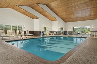 Decorah hotel with indoor pool and hot tub