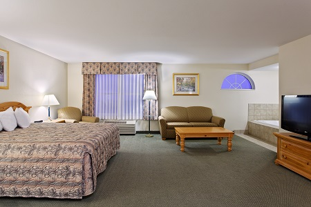 King Bed, Sleeper Sofa And Whirlpool In Suite