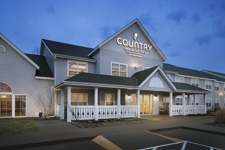 Country Inn & Suites, Grinnell hotel exterior