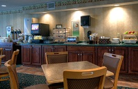 Waterloo hotel dining area with free, hot breakfast