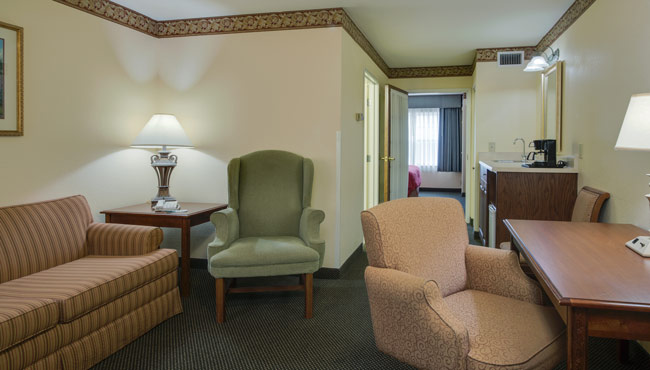 Country Inn & Suites Champaign Spacious King Suite