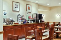 Decatur hotel's complimentary, hot breakfast