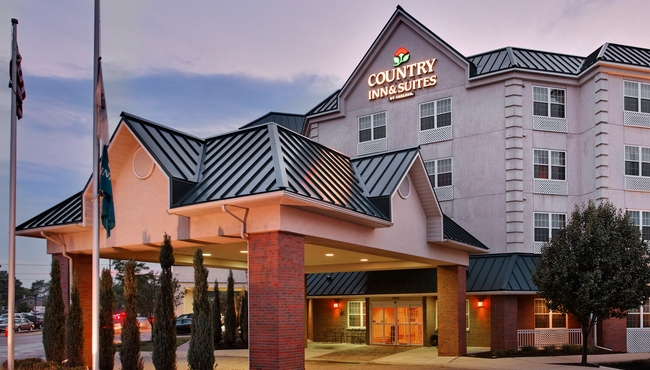 Welcome to the Country Inn & Suites Elk Grove Village