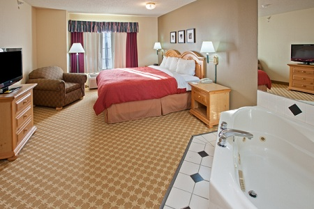 Relaxing Whirlpool Suite in Galesburg, IL