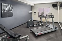 Manteno hotel's fitness center with a treadmill and more