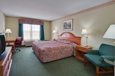 Hotel room in the Galena area with queen bed