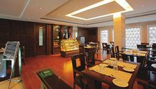 On-site Dining at Country Inn & Suites Hotel in Amritsar