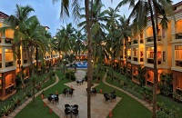 Candolim hotel's lush courtyard with tropical plants