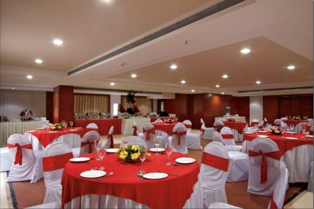 Hotel banquet hall in Indore with red and white linens