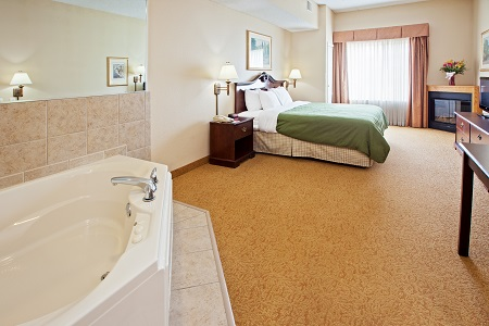 Whirlpool Suite with a plush king bed