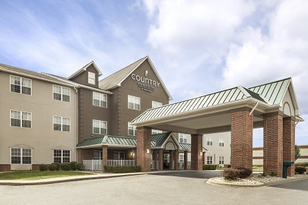 Exterior of Country Inn & Suites in Shepherdsville