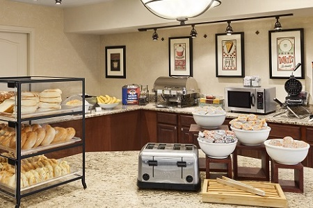 Annapolis hotel's breakfast area with bagels
