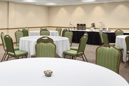 Annapolis hotel meeting space with round tables
