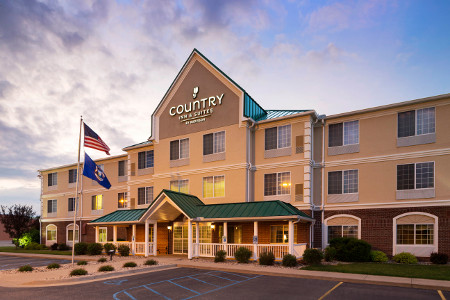 Exterior of the Country Inn & Suites, Big Rapids, MI