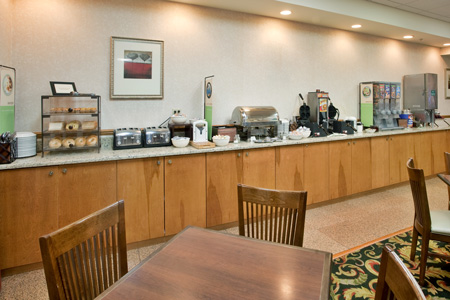 Hotel in Birch Run, MI with Free Breakfast