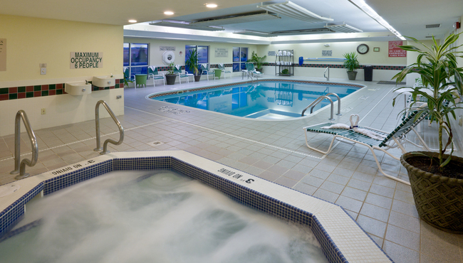 Grand Rapids Hotel With Hot Tub Country Inn Amp Suites