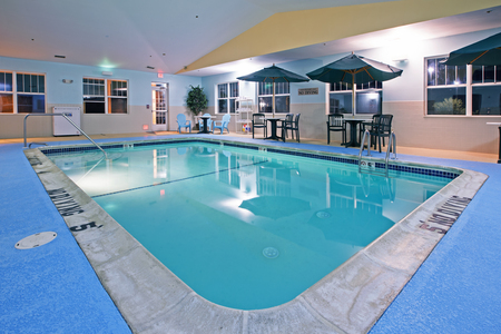 Hotel with pool in Lansing, MI