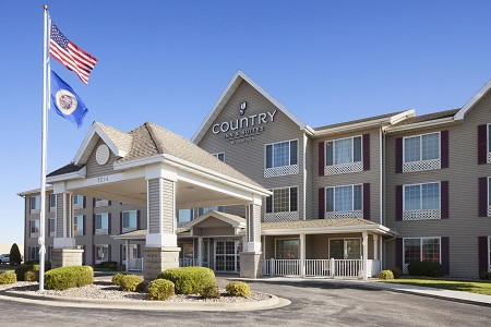 Hotel exterior of the Country Inn & Suites, Albert Lea, MN