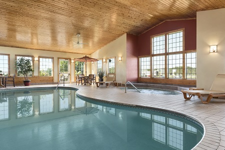 Heated indoor pool and hot tub in Baxter