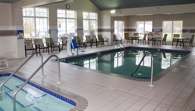 Hotel in brooklyn center mn with a pool country inn suites for Indoor swimming pools in brooklyn