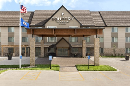 Exterior of the Country Inn & Suites in west St. Cloud