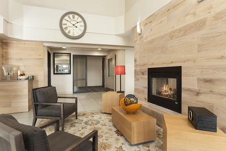 Spacious lobby in Eagan with fireplace