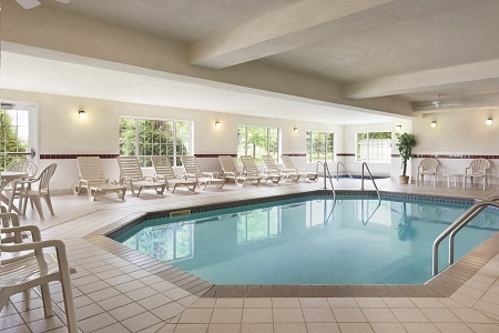 Indoor pool at Mankato hotel