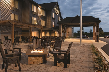 Country Inn & Suites, Mankato hotel exterior and patio with a fire pit