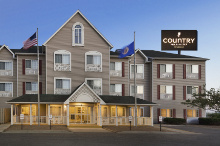 Exterior of the Country Inn & Suites, Owatonna, MN