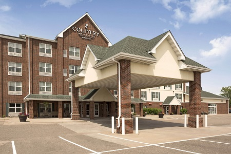 Exterior of the Country Inn & Suites, Shoreview, MN