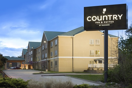 Exterior of the Country Inn & Suites in Columbia