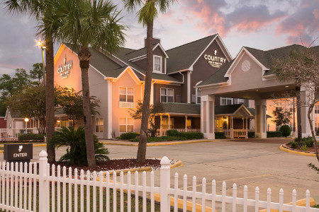Country Inn & Suites, Biloxi-Ocean Springs hotel exterior at sunset