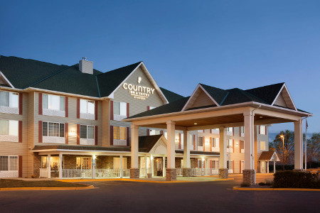 Exterior of Country Inn & Suites, Billings at night