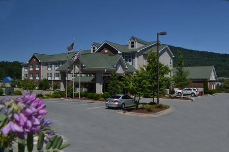 Exterior of the Country Inn & Suites, Boone, NC