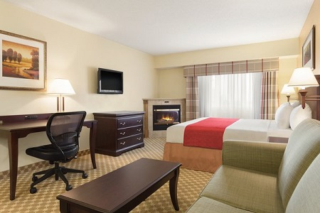 Our Lincoln hotel's Studio/Business Suite with a work desk