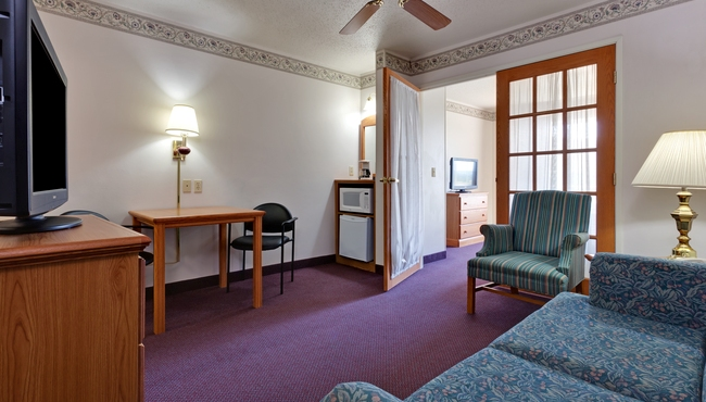 hotels with separate living room elmira ny hotel rooms country inn amp suites rooms 21636