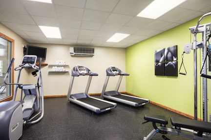 Treadmills and cardio equipment in on-site fitness center